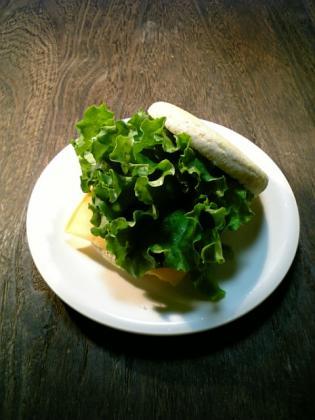 マルシンてりやきハンバーグ(レトルト)でマフィンハンバーガー1