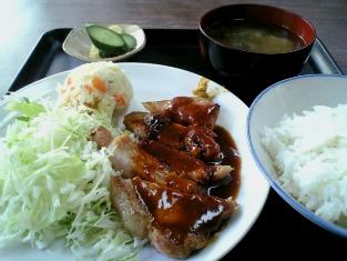 山田ホームレストランで本日の定食Aポークソテー002
