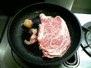 創業明治二年、モリタ屋のお肉を焼いてみたよ003