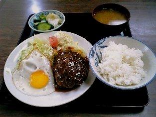 山田ホームレストランで本日の定食の中からCのハンバーグ、目玉焼き定食002