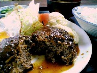山田ホームレストランで本日の定食の中からCのハンバーグ、目玉焼き定食003