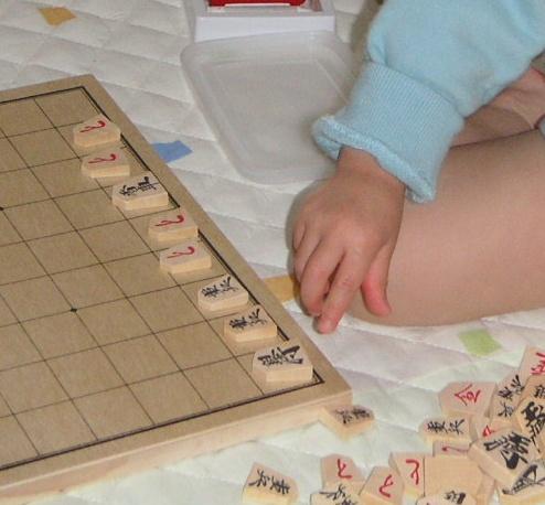 駒を並べるかほり(2歳3ヶ月)