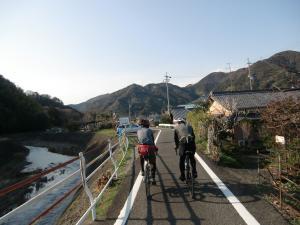 宇津ノ谷に向かって
