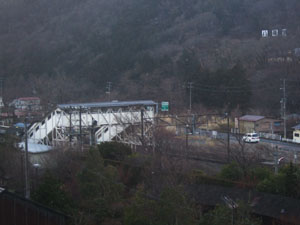 旅館の部屋からは磐梯熱海駅を望む事が出来た