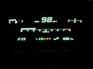 一定速度での巡航が続き、油量計が半分の時点で500km走行の好燃費