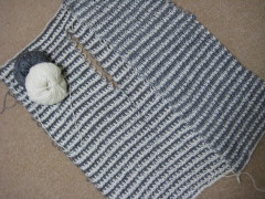 アフガン編みジレ あと少し