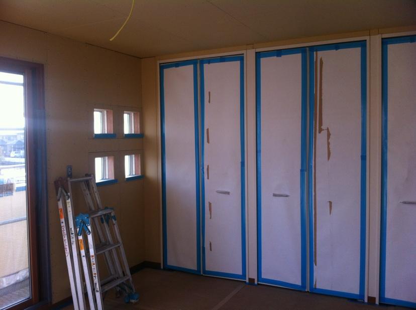寝室の収納の扉