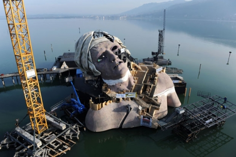 2011-03-29-09-39-34-2-a-giant-statue-is-built-on-lake-constance-austria.jpeg