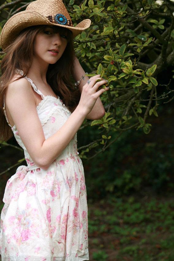 28-beauty-beckii-cruel-pictures20.jpg