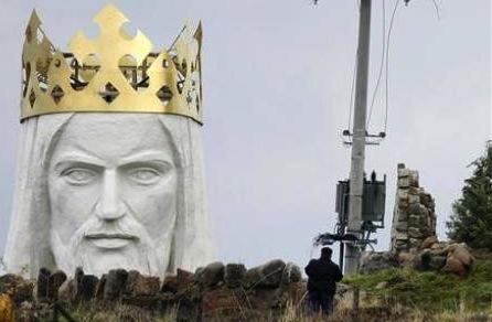 Giant-Jesus-statue-in-poland3.jpg