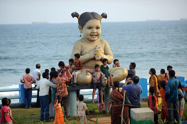 giant-statue-baby_1742136i.jpg