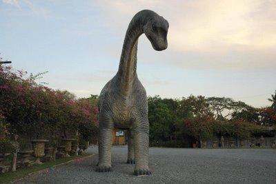 rasaurus_giant_statue_b513_1.jpg