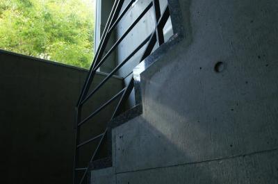 校舎の窓から差し込む光は、いつも魅力的です。