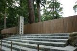 平成25年には、向こう側に新しい社殿が建てられる