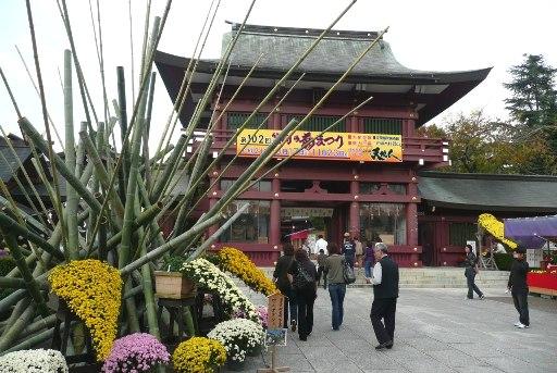 笠間稲荷神社の楼門前