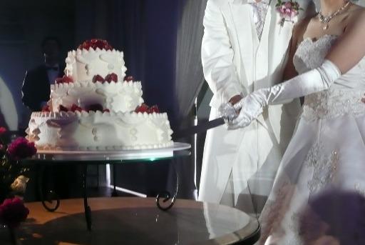 幸せの瞬間!ケーキ入刃