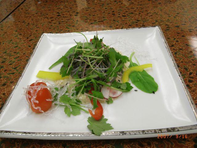 洋 皿・・・ルッコラ蕎麦サラダ・豆腐ドレッシング