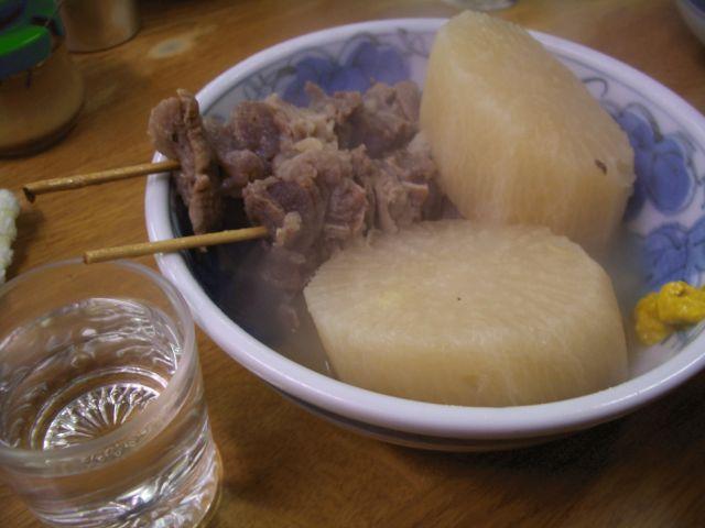 関東煮と熱燗 (だいこん90円、スジ160円)