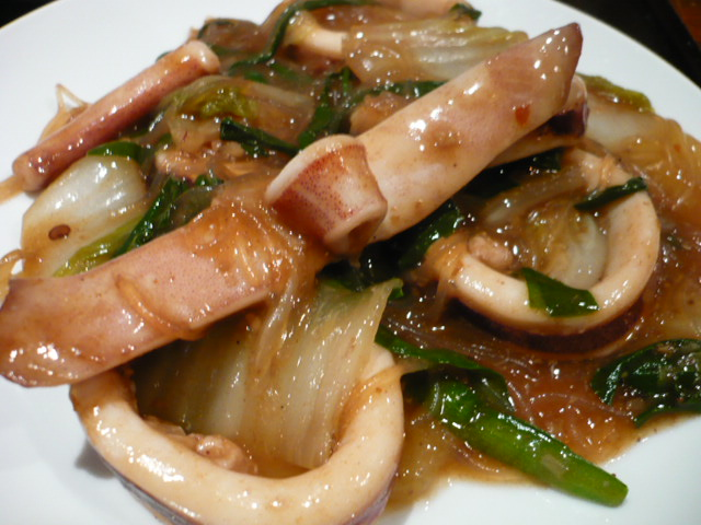 生スルメイカ、春雨、白菜の煮込み