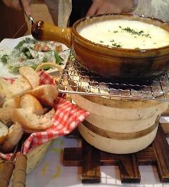 炭焼き4種のパンのチーズフォンデュ