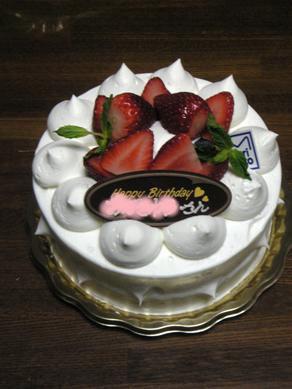 お誕生日ケーキ、1ホール!