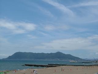 海の向こうに函館山