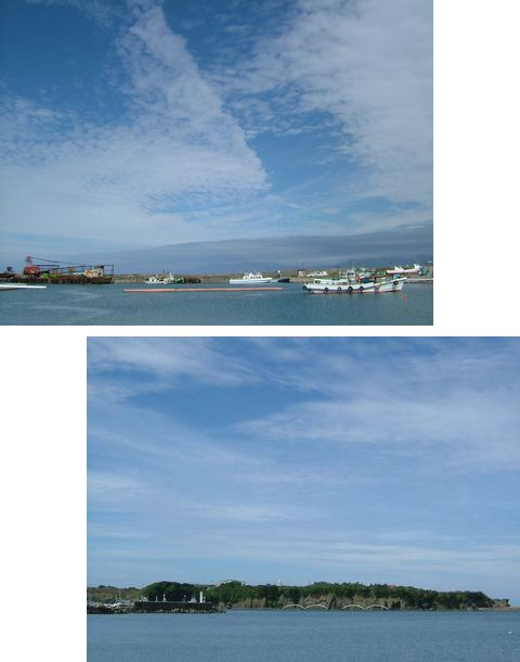 江戸時代、ニシン漁の時期は江戸よりも賑わったという江差の港(写真上)。下は江差のシンボルかもめ島。夏にはここで祭りも開かれる。