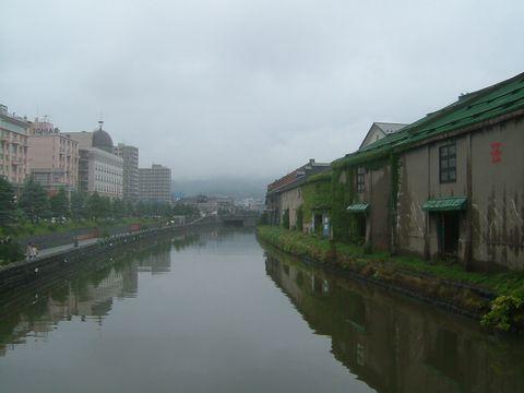 大正12年完成の小樽運河。曇り空がよく似合う。