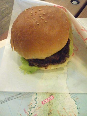 やってきました知床鹿肉バーガー。