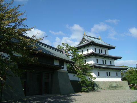 3階建ての小さな城。中は資料館になっている。