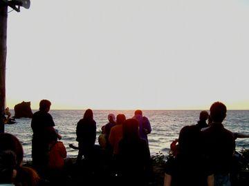 みんなの歌と踊りと共に陽は沈みきった…