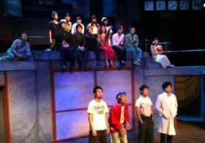 舞台で記念写真