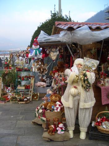 コモ湖のクリスマスマーケット