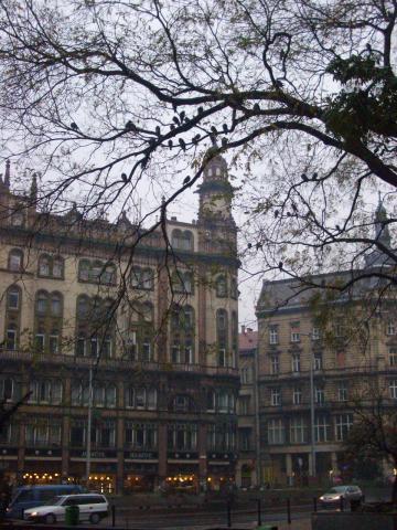 ホテルの最寄り駅の近く。