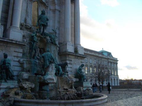 王宮の銅像。