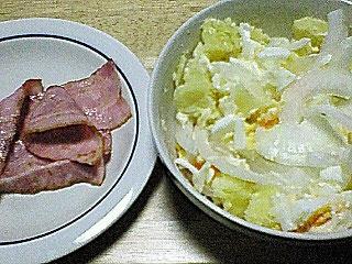 ベーコンとサラダ