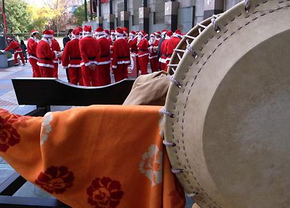 サンタと和太鼓