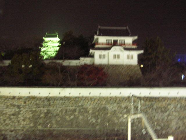 福山駅隣にある福山城です。-その1-(ピンボケ)