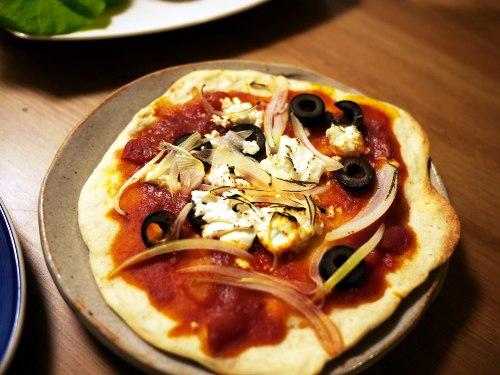 玉ねぎとオリーブだけのピッツァ