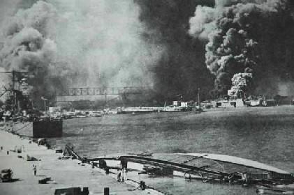 パールハーバー 米海軍公式写真/「真珠湾とアリゾナ記念館」より