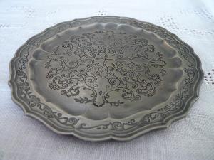 フランスの錫の小皿