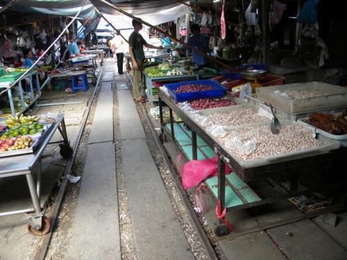 Maeklong 市場の台車