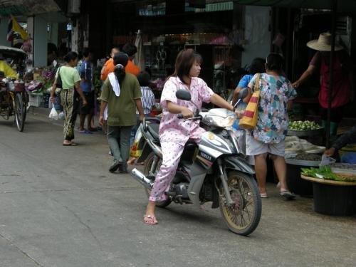 mahachai パジャマ女