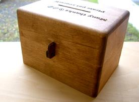 コインボックス 裏のかぎつけ穴