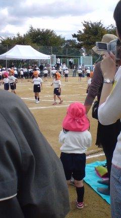 全園児参加ダンスを拒否中のかえかえ(^-^;)