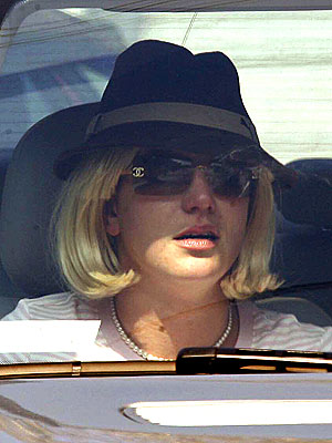 britney_spears2outofhospital.jpeg