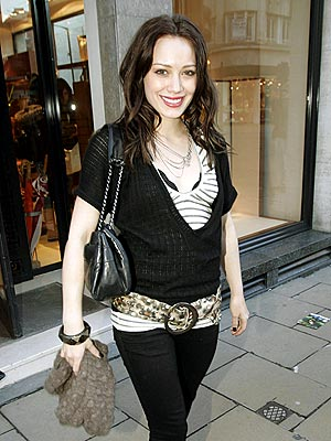 hilary_duff2londonshopping.jpeg