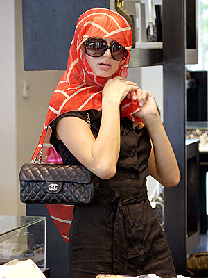 paris_hilton2surfstore.jpg