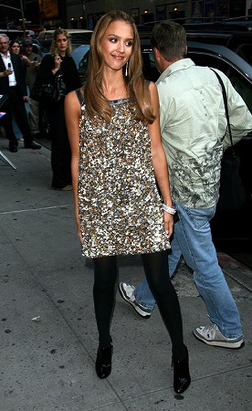ssss-jessica-alba-outside-letterman-05.jpg