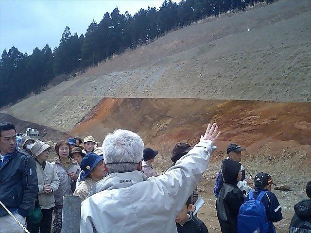 伊良尾山から流れた溶岩で畳が淵できた1